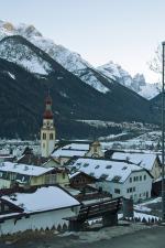 Stubaiské údolí s městečkem Fulpmes