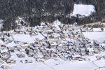 Údolí Gschnitztal s obcí Trins v zimě